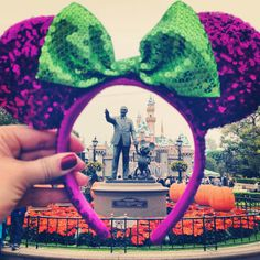 Disneyland Photos 2019 - Our girls will all have to take this with our different ears to make into a coll. Walt Disney, Disney Ears, Disney Love, Disney Magic, Disney Stuff, Disney Family, Disneyland Paris, Disneyland Photos, Disneyland Photography