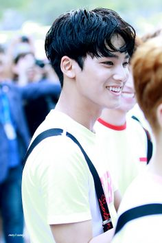 mingyu❤️ it was this smile that first caught my attention all those years ago when SEVENTEEN debuted & since my love for him has only grown. Mingyu Wonwoo, Seungkwan, Woozi, Mingyu Seventeen, Seventeen Debut, Rapper, Hip Hop, Kpop, Vernon Chwe