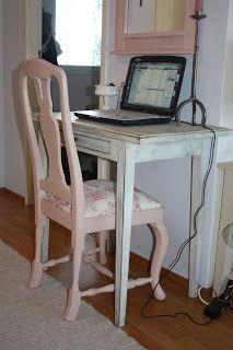 Pieni kirjoituspöytä riittää läppärille