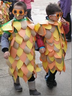 Disfraz escolar de búho hecho con bolsas de basura | Jugar y colorear