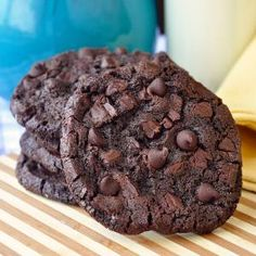 Double Chocolate Mint Chip Cookies - makes soft, chewy, chocolatey cookies with great mint taste too. This cookie dough freezes very well for baking off even months later. Menta Chocolate, Mint Chocolate Chips, Chocolate Cookies, Cocoa Cookies, White Chocolate, Christmas Cookies, Chip Cookie Recipe, Cookie Recipes, Dessert Recipes