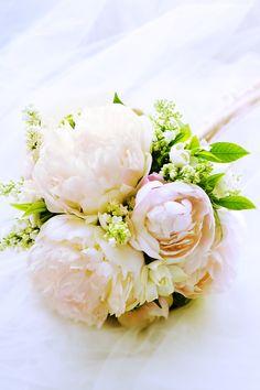 カワイイし、良い香りだし、豪華だし。根強い人気のシャクヤクブーケ。5月の花嫁様限定です。