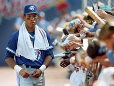 Roberto Alomar signs autographs for fans. #BlueJays