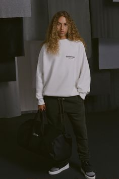 Fear of God ESSENTIALS Debuts New Sub-Labels and Footwear for Fall Premium craft and plenty of new accessories. Kanye West Outfits, Grunge Shoes, Short Sleeve Hoodie, Fashion Lookbook, Couture, Lounge Wear, Street Wear, Essentials, Style Inspiration