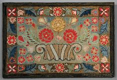 LOT 688 - FLORAL HOOKED RUG WITH A BASKET OF FLOWERS, AMERICA, LATE 19TH CENTURY, RECTANGULAR RUG COMPOSED OF COTTON AND WOOL SEGMENTS HOOKED ... - Skinner Inc
