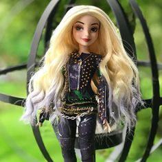 The Girl From the Isle ✨ Disney Descendants Dolls, Descendants Cast, Cute Sweatshirts For Girls, Funny Grumpy Cat Memes, Disney Barbie Dolls, Dove Cameron Style, Best Kids Watches, Mal And Evie, Pocket Princesses