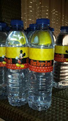 garrafas de água do mickey