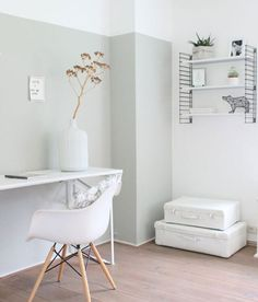 Awesome Accent Wall Ideas Can You Try at Home - Pale jade green – le noir. - Awesome Accent Wall Ideas Can You Try at Home - Pale jade green – le noir & blanc slaapkamer kleur - - Half Painted Walls, Half Walls, Two Tone Walls, Home Office Inspiration, Interior Inspiration, Wall Paint Inspiration, Bedroom Inspiration, Home Bedroom, Bedroom Decor