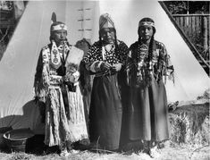 Yakima Nation women taken between 1880 and 1957. {Homeland is primarily in southern Washington.}   Upon central Washingt...