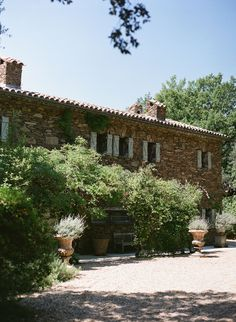 Charleston-based photographer Lucy Cuneo plans an outdoor fête at her Grandmother's breathtaking villa in the South of France.