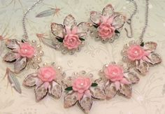 Gorgeous vintage necklace and clip earrings set handmade of shells, probably in the or Very delicate looking, but in excellent condition. Seashell Jewelry, Seashell Art, Seashell Crafts, Brass Necklace, Floral Necklace, Etsy Earrings, Clip On Earrings, Earring Set, Jewelry Crafts