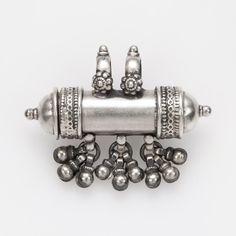Pandantiv-recipient amuletă, ciucurași, argint, India #metaphora #silverjewelry #amulet #silveramulet #pendants