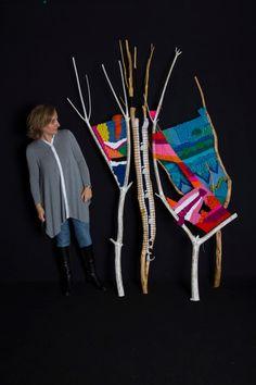 23 Clever DIY Christmas Decoration Ideas By Crafty Panda Weaving Projects, Weaving Art, Tapestry Weaving, Loom Weaving, Meneses, Stick Art, Yarn Wall Hanging, Textiles, Art Yarn