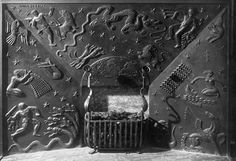 Näfveqvarns bruk och Anna Petrus. Öppen spis gjuten av Näfveqvarns bruk och formgiven av Anna Petrus till passagerarfartyget M/S Kungsholm. Fartyget var ett påkostat projekt där det bästa av svensk konstindustri utfördes under ledning av arkitekt Carl Bergsten som ansvarade för den konstnärliga gestaltningen av interiören.  http://www.orosdi-back.com/shop/en_bok/77