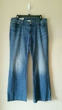 Size 10 Banana Republic Wide Leg Jeans. Buttoned pockets on the back. Please ask for measurements to ensure they'll fit yo...
