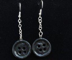 Weird Jewelry, Cute Jewelry, Unique Jewelry, Jewelry Ideas, Button Art, Black Button, Coraline Jones, Coraline Doll, Coraline Aesthetic