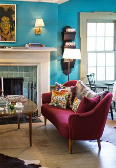marsala-vintage-couch-blue-living-room