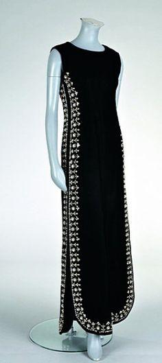 www.liveauctioneers.com item 5299282_a-fine-and-important-balenciaga-black-velvet-eveni