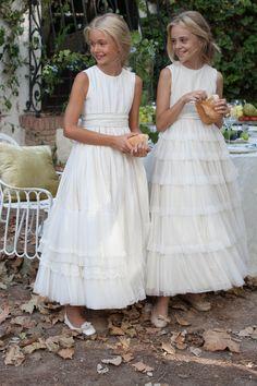 Raquel Alemañ Novias. Vestidos de 1ª #comunión de la firma #rubiokids en completa exclusiva para #alicante #creamostuilusion #comunion #niña #vestido