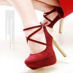 zapato rojo y dorado con plataforma