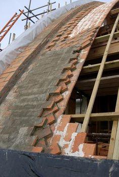в східній частині склепіння, що показує різні шари плитки в прогресі