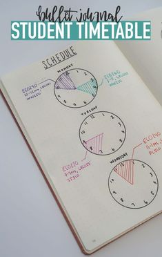 Bullet Journal STUDENT TIMESTABLE…Use clocks to keep track of your schedule so you're always on time 🙂 Source by katlynklepp Bullet Journal School, Bullet Journal Inspo, Bullet Journal Spread, Bullet Journal Layout, Bullet Journal Ideas For Students, Bullet Journal Timetable, Bullet Journal Time Tracker, Bullet Journal Homework, Bullet Journal Lined Paper