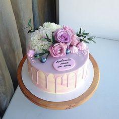 60th Birthday Cake For Ladies, 60th Birthday Cakes, Cake Cookies, Cupcake Cakes, Sugar Paste Flowers, Single Layer Cakes, Cake Recipes, Dessert Recipes, Crown Cake