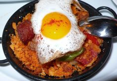 Recipe for traditional Spanish migas – All Things Cruise Salt Pork, Stale Bread, I Want To Eat, Special Recipes, Savoury Dishes, Breakfast Recipes, Yummy Food, Spanish, Cooking