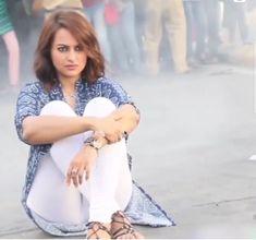 Sonakshi Sinha as akira<br> Bollywood Actress Hot, Beautiful Bollywood Actress, Most Beautiful Indian Actress, Indian Celebrities, Bollywood Celebrities, Indian Film Actress, Indian Actresses, Sonakshi Sinha Saree, Deepika Padukone Hot