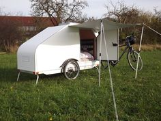 Bicycle Campers for 2020 - Best Micro Camping Trailers Camping Set, Tent Camping, Camping Ideas, Cool Bicycles, Cool Bikes, Fendt Caravan, Small Caravans, Materiel Camping, Bicycle Workout