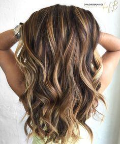 Long Brown Hair With Caramel Highlights Caramel Hair Highlights, Brown Hair With Blonde Highlights, Brown Hair Balayage, Golden Highlights, Color Highlights, Chunky Highlights, Caramel Balayage, Ombre Hair, Wavy Hair