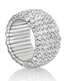 Round Brilliants in a Brilliantly Designed ring. Diamond Girl, Round Diamond Ring, Diamond Anniversary Rings, Yellow Engagement Rings, Diamond Wedding Bands, Beautiful Rings, Diamond Jewelry, Diamond Bracelets, Wedding Jewelry