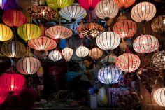 Silk Lanterns of Hoi An Vietnam - exploring family roots. Wedding Lanterns, Candle Lanterns, Paper Lanterns, Moving To San Francisco, Egg Carton Crafts, Japanese Wedding, Air Balloon Rides, Chinese Lanterns, Chinese Lights