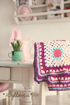 Oh my, I just stumbled on the most stunning German blog - SylLovesShabby. Gorgeous! Today's 'crochet in the home' pic comes from the...