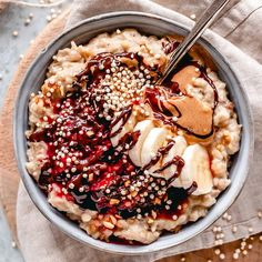 """💫 Magda 💫 on Instagram: """"Messy date-sweetened vanilla oatmeal bowl that I put together in literally 15 minutes this morning 😉 Topped with chia jam, peanut butter,…"""""""