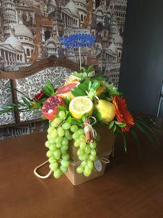 Fruit Flower Basket, Fruit Flowers, Flower Boxes, Fruit Gifts, Food Gifts, Vegetable Bouquet, Food Bouquet, Edible Bouquets, Fruit Arrangements