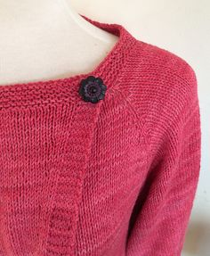 Bienvenidas Cardigan - free pattern by Vera Sanon - a top-down, seamless, asymmetrical cardigan (XS-3XL)