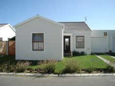 HOUSE IN COMPLEX: Small, but secure house in complex. Offers 3 bedrooms and 2 bathrooms and single garage.
