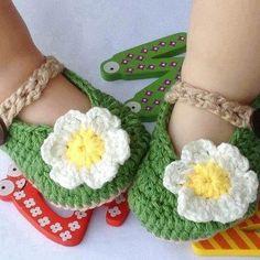 Adorable baby crochet booties <3