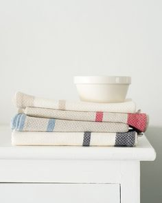 Woven with a traditional huck-a-back weave these cotton & linen Mungo Huck kitchen towels are perfect for use as a hand towel in the kitchen or bathroom. Kitchen Towels, Hand Towels, Cotton Linen, Decorative Accessories, Weaving, Artisan, Cook, Inspiration, Clothes