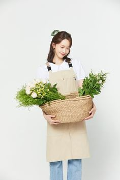 Im Yoon Ah, Park Min Young, Yoona Snsd, Children In Need, Girls Generation, Straw Bag, Reusable Tote Bags, Celebrities, Model
