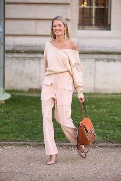 Confira o look todo Chloé e Joias Dryzun que a Helena usou para o segundo dia da Semana de Moda em Paris.           – O post Paris Fashion Week 17/18 – Day 2 – Look 1 apareceu primeiro em Helena Bord