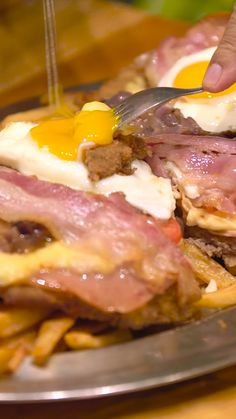 Is milanesa the hangover cure of the century? Journey to Buenos Aires, Argentina to find out. Clean Eating Recipes, Easy Healthy Recipes, Easy Meals, Milanesa, Sweet Breakfast, Breakfast Dishes, Good Food, Yummy Food, Cheesy Recipes