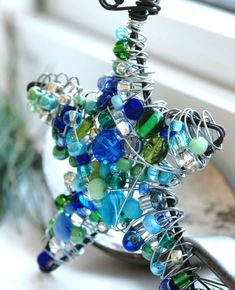 Blue beads and wire wrapped star ornament.spotted poppy should make these! Beaded Christmas Decorations, Beaded Ornaments, Diy Christmas Ornaments, Christmas Projects, Christmas Mantles, Vintage Ornaments, Vintage Santas, Christmas Trees, Turquoise Christmas