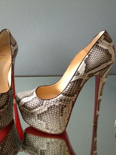 christian louboutin outlet store - Online Discount Store, 2015 New style cheap christian louboutin shoes USA Sale Off. Dream Shoes, Crazy Shoes, Me Too Shoes, Shoe Boots, Shoes Heels, Pump Shoes, Ankle Boots, Zapatillas Casual, Christian Louboutin Shoes