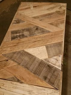 Wood Shop Projects, Reclaimed Wood Projects, Reclaimed Barn Wood, Wooden Pallet Table, Wood Pallets, Timber Table, Diy Home Decor Easy, Diy Home Crafts, Diy Furniture Couch