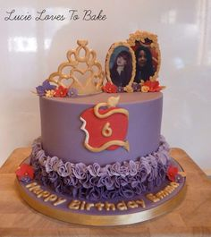 Disney descendants themed birthday cake by Lucie Loves To Bake 5th Birthday Party Ideas, Themed Birthday Cakes, Birthday Cake Girls, 8th Birthday, Decendants Cake, Villains Party, Cake Creations, Celebration Cakes, Party Cakes