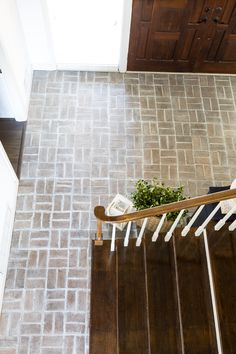 How to whitewash a brick floor for $14 using grout paint. Find out how easy it is to do this DIY floor painting project in an afternoon for a room this size. #brickflooring #brickfloormudroom #brickfloorfoyer #brickfloorkitchen #paintedfloor #whitewashbrick #DIYdecor Entryway Flooring, Patio Flooring, Slate Flooring, Kitchen Flooring, Stone Kitchen Floor, Brick Tile Floor, Brick Pavers, White Washed Floors, White Wash Brick