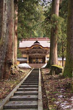 Eihei-ji, Fukui, Japan // photo @ http://www.flickr.com/photos/37797232@N06/4560338379/