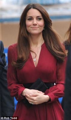 Kate Middleton: 'Rotten' first official portrait of the Duchess of Cambridge by artist Paul Emsley is unveiled Looks Kate Middleton, Pippa Middleton, Duchess Kate, Duke And Duchess, Princesse Kate Middleton, Prinz William, Prince William And Catherine, Herzog, Princesa Diana